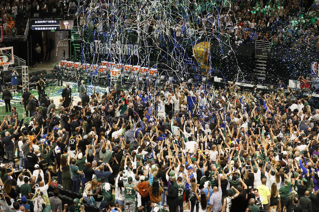 יאניס אדטוקומבו NBA אליפות 2