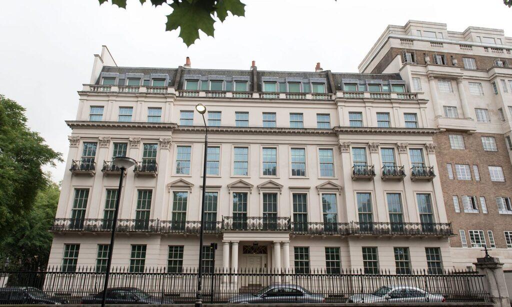 בית שקנה מיליארדר סיני Cheung Chung-kiu נייטסברידג' לונדון