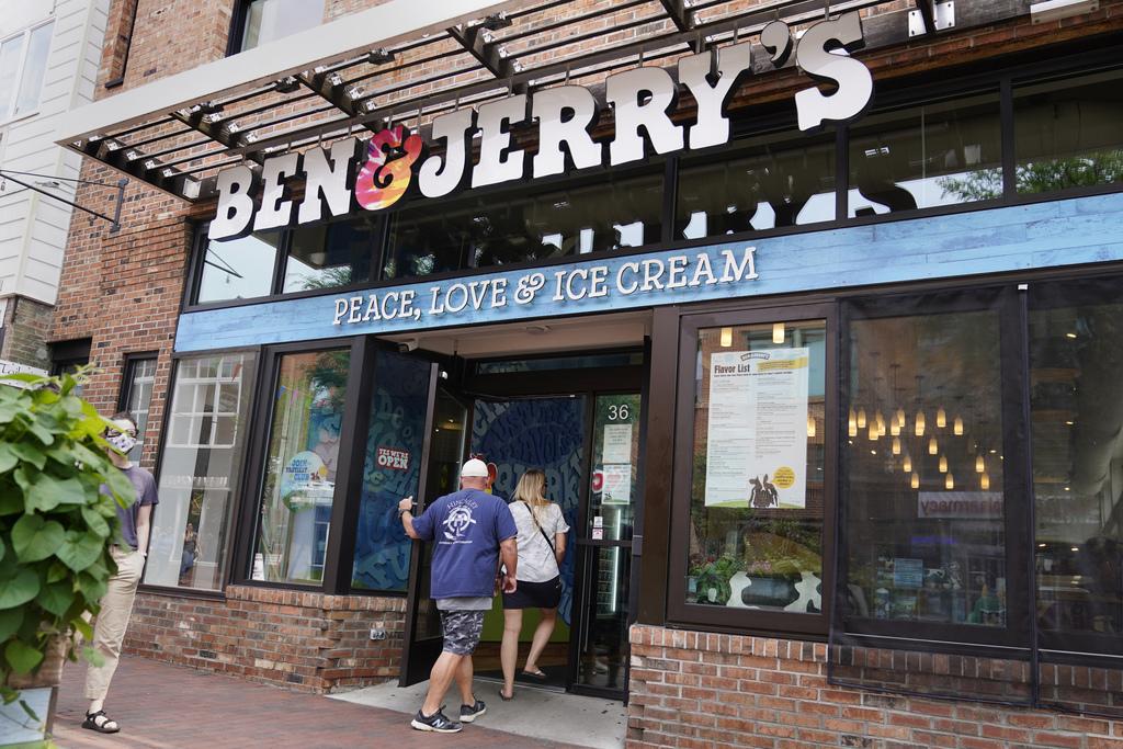 """חנות גלידה בן אנד ג'ריס ברלינגטון ורמונט ארה""""ב"""