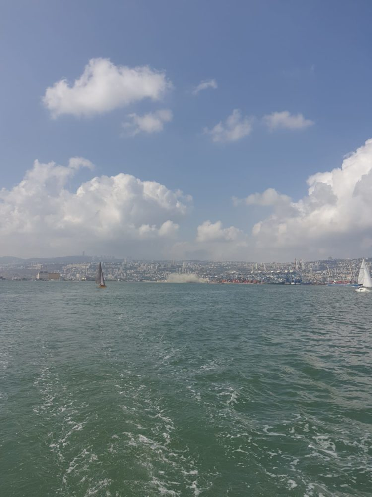 נמל חיפה פריקת מלט שזיהמה את הים