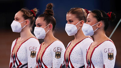 הבגד הוא המסר: הספורטאיות הגרמניות הופיעו עם בגד גוף מלא