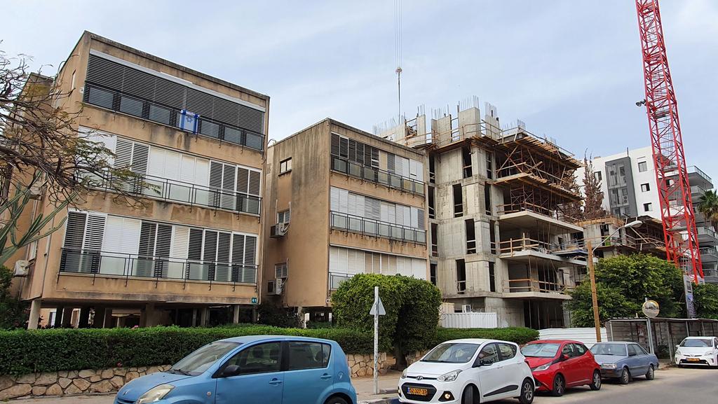 """בניין שממתין לתמ""""א 38 בגבעתיים, צילום: אוראל כהן"""