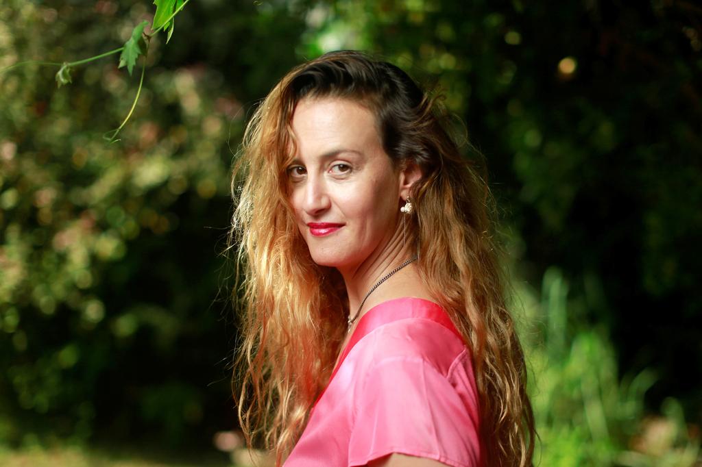 שירלי ברקוביץ במאית חורים פנאי