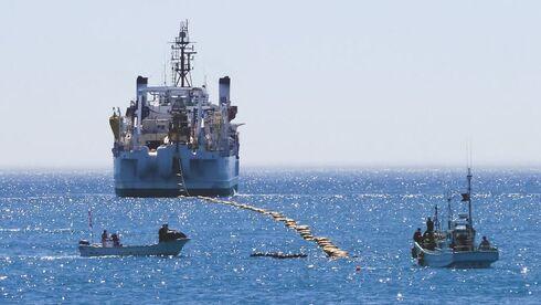 אניה של גוגל מניחה כבל תת ימי, צילום: Google