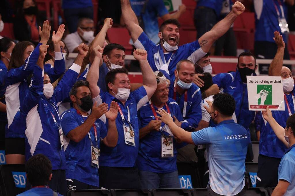 המשלחת הישראלית חוגגת לאחר זכיית נבחרת ה ג'ודו במדליית ארד ב אולימפיאדה טוקיו 2020