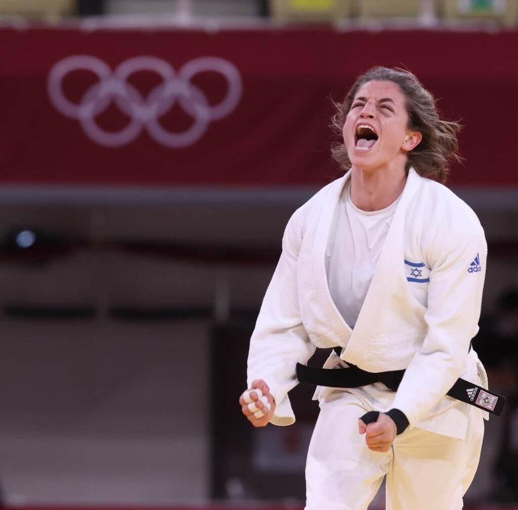תמנע נלסון לוי לאחר הניצחון בתחרות הקבוצתית ב ג'ודו על רוסיה ב אולימפיאדה טוקיו 2020