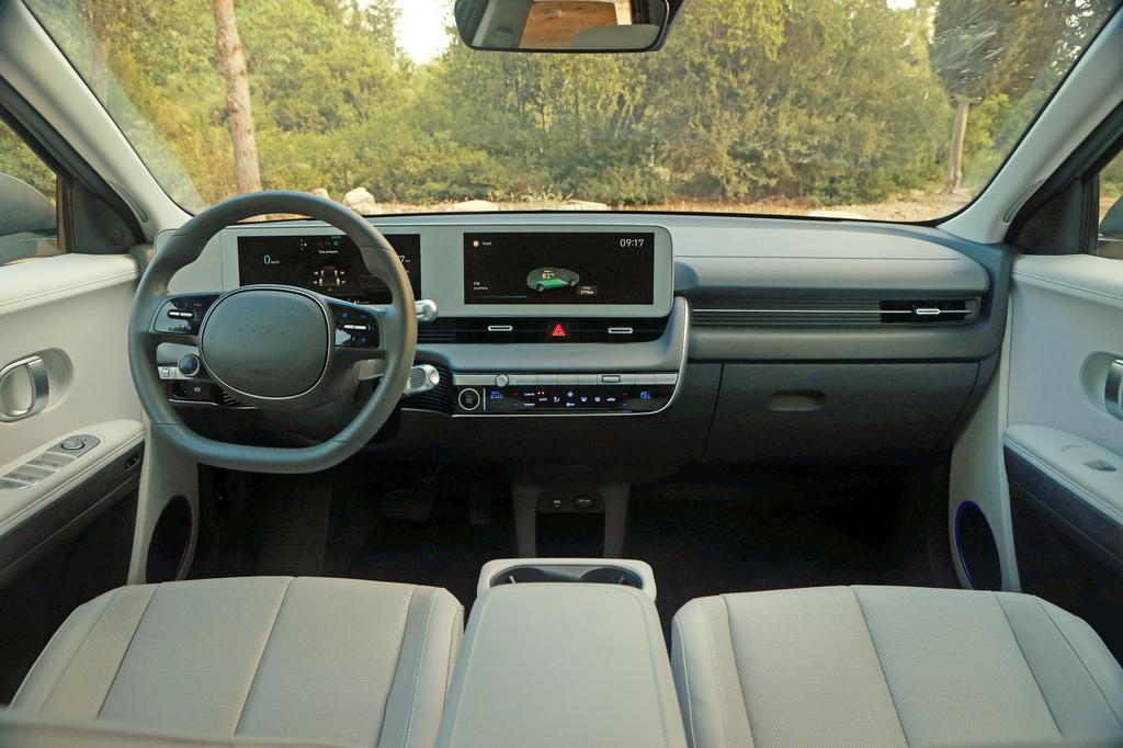 מבחן רכב יונדאי איוניק 5 החשמלי מבפנים