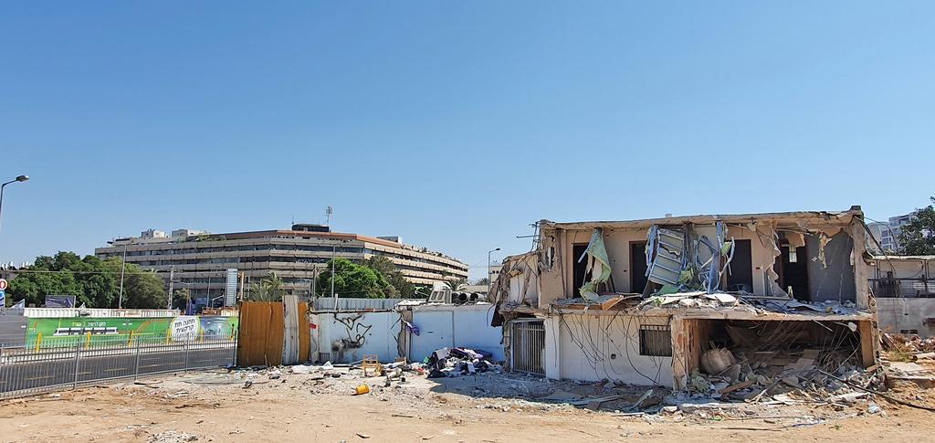 מבנים לא חוקיים שנתע מפנה תמורת פיצוי ב פנחס לבון 16 תל אביב