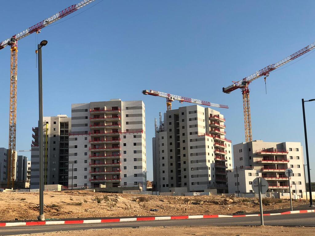 """פרויקט מגורים בבנייה. """"הוצאת היתר למיזם סטנדרטי הופך לעניין של למעלה משנתיים"""""""