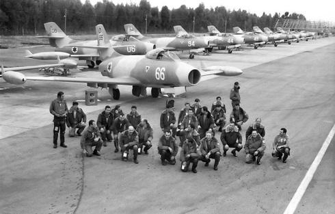 אנשי טייסת הצרעה, שהפעילה את המטוס שנים רבות, צילום: אתר חיל האוויר