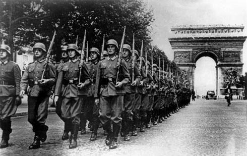 הצבא הנאצי צועד בשאנז אליזה, צילום: Bundesarchiv CC BY-SA 3.0 de