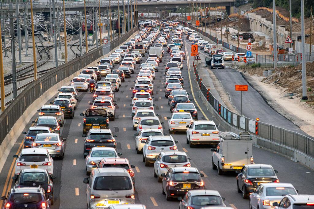 פקק תנועה ב כביש איילון תל אביב עומסי תנועה