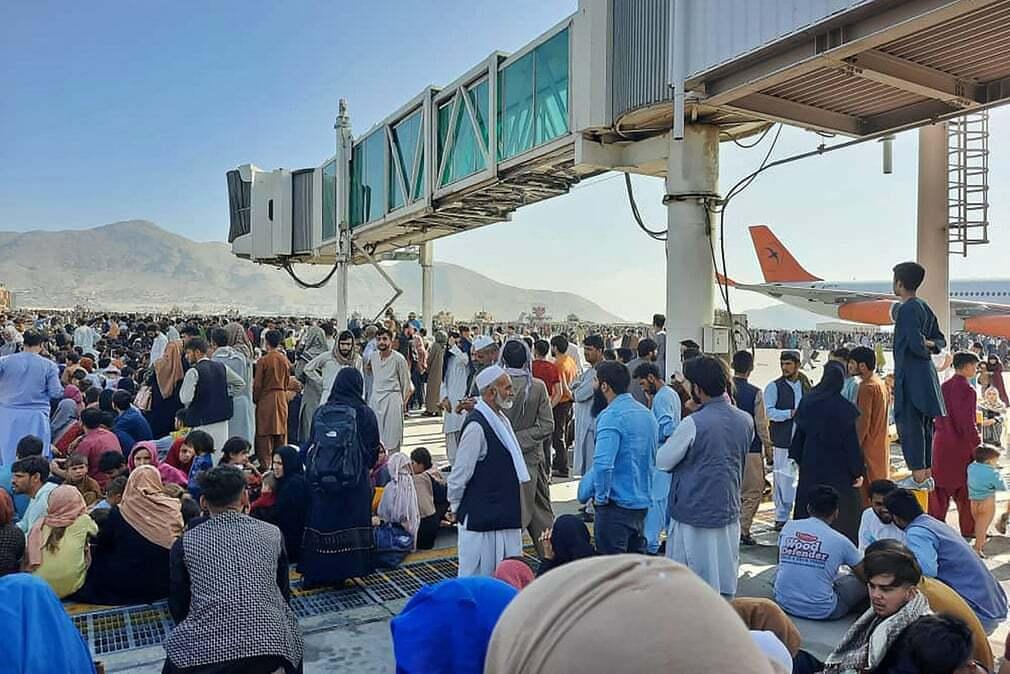 פוטו אפגניסטן טאליבן שדה תעופה צפיפות