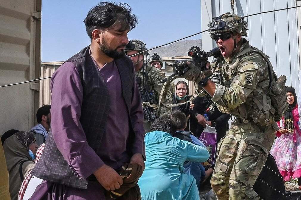 פוטו אפגניסטן טאליבן שדה תעופה חייל אמריקאי