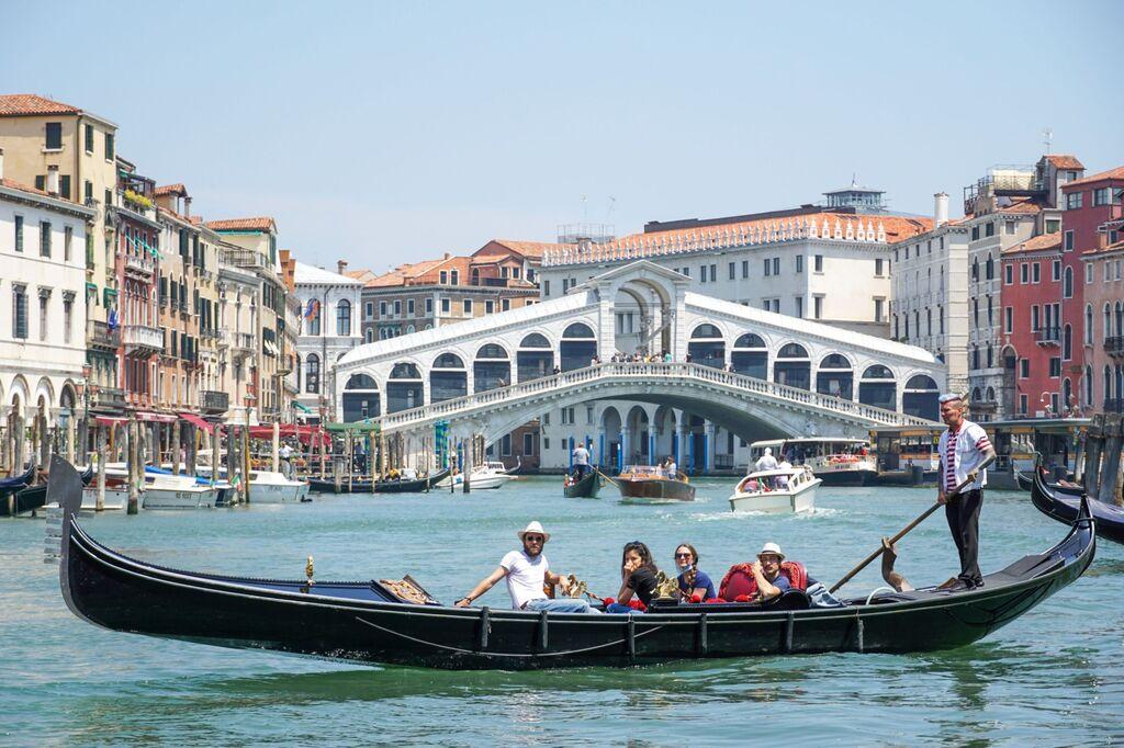 ונציה גשר ריאלטו גונדולה איטליה