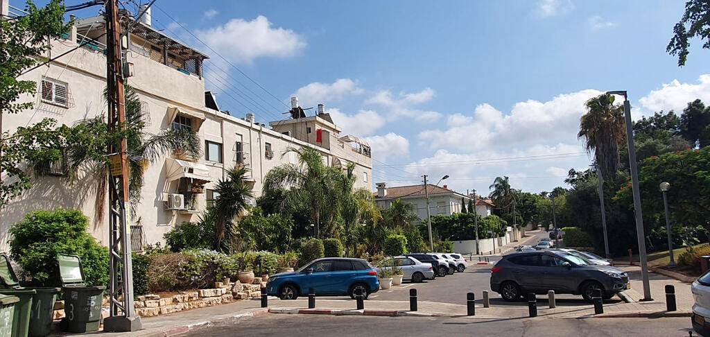 בניין בנייני הרכבת ב רחוב ברקאי ב שכונת אפקה
