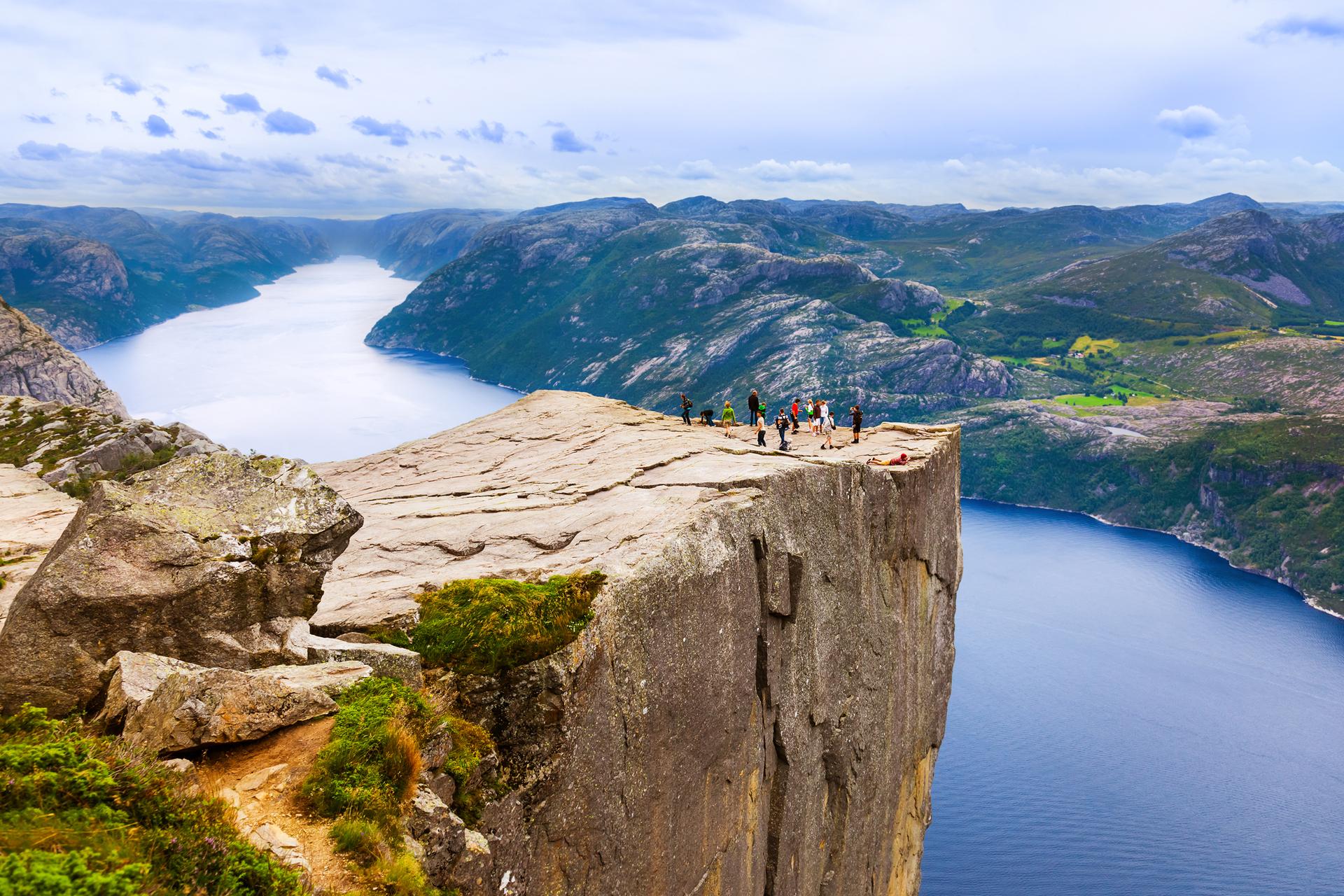 פוטו מקומות שחייבים להיות בהם סלע פולפיט פריקסטולן נורווגיה