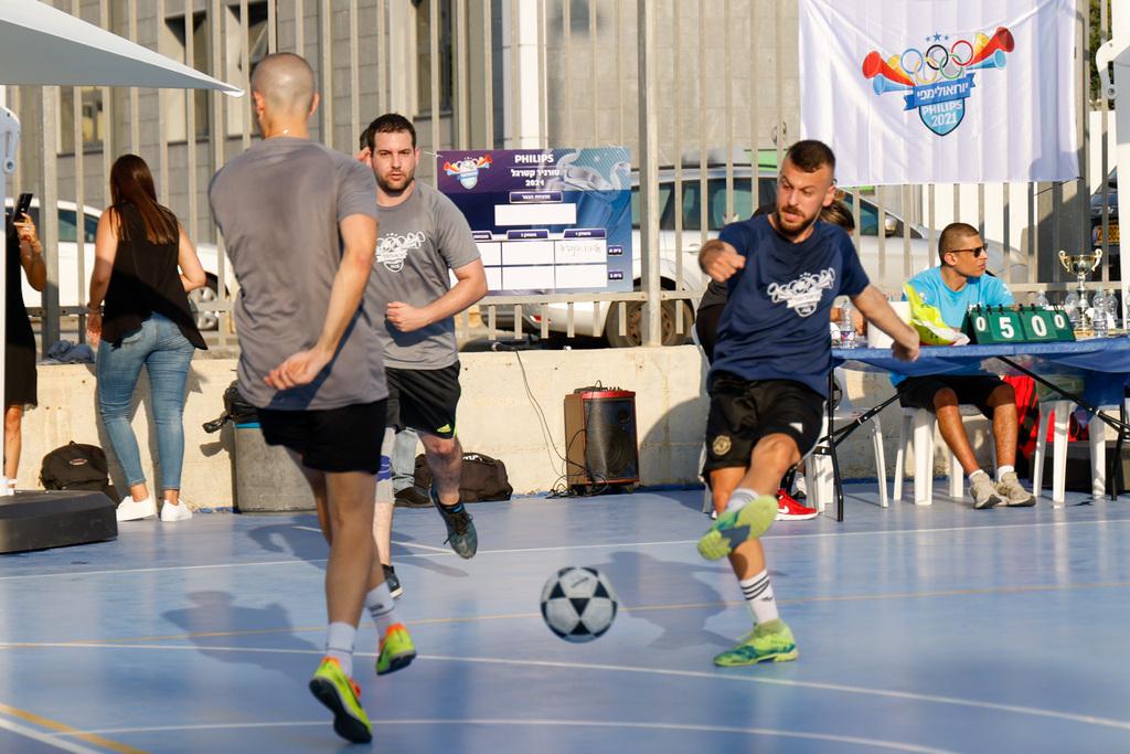 משחק קטרגל בין עובדים במסגרת פעילות ״יורואולימפי 2021״
