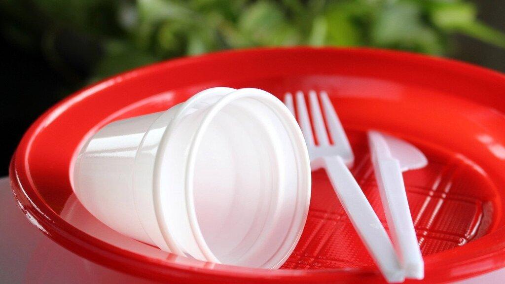 Plastic cutlery plates