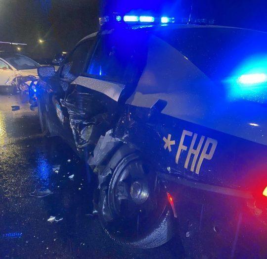 טסלה נהיגה אוטונומית תאונה ניידת משטרה