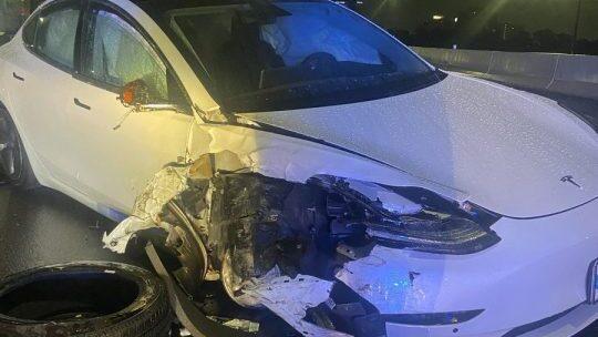 בעקבות התאונות: טסלה תשדרג את הנהג האוטומטי כך שיוכל לזהות ניידות