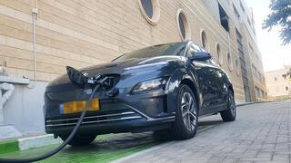 יונדאי קונה EV רכב חשמלי עמדת טעינה ל רכב חשמלי, צילום: תומר הדר