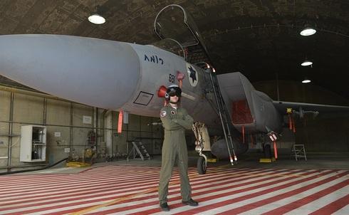 אין פניקס? אין בעיות. טייס ישראלי וחבר, צילום: Wikimedia