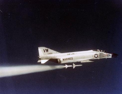 טיל ספארו משוגר ממטוס פאנטום, צילום: USN