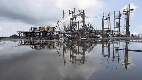 ההוריקן והנפט בטנגו הרסני