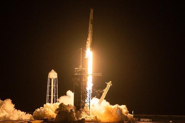 שיגור החללית Inspiration4 של SpaceX ספייס X  הטיסה הראשונה שכל הנוסעים בה היו אסטרונאוטים לא מקצועיים