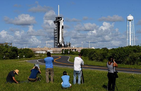 צלמים נערכים לשיגור החללית Inspiration4 של SpaceX ספייס X  הטיסה הראשונה שכל הנוסעים בה היו אסטרונאוטים לא מקצועיים