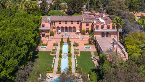 אחוזת הרסט בלוס אנג'לס נמכרה: ביקשו 195 מיליון דולר, קיבלו שליש