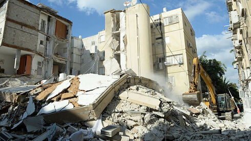 בעקבות אירוע הקריסה בחולון - בהוד השרון יבדקו את כל הבניינים שנבנו לפני 1980