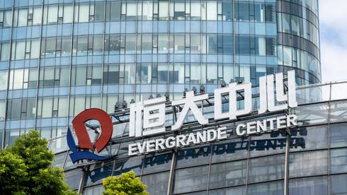 """הממשל הסיני נותן לאוורגרנד להזיע ב""""משא ומתן מחוץ לשוק"""""""