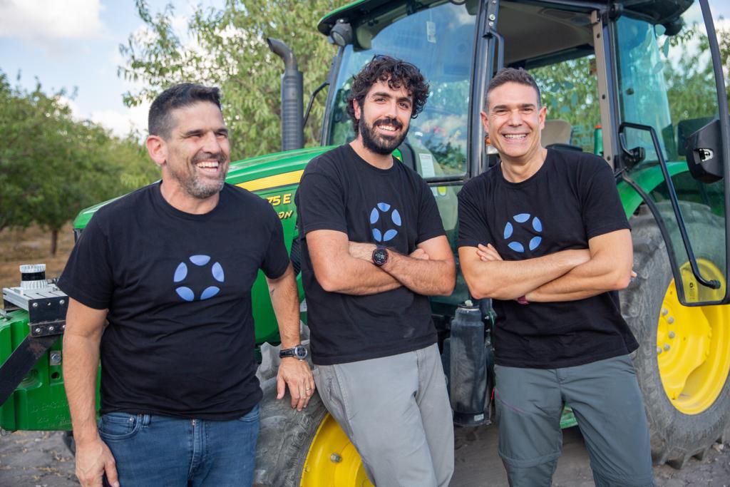 מימין אבירם שמואלי יאיר שחר בן אלפי Blue White Robotics חברת רובוטיקה ישראלית