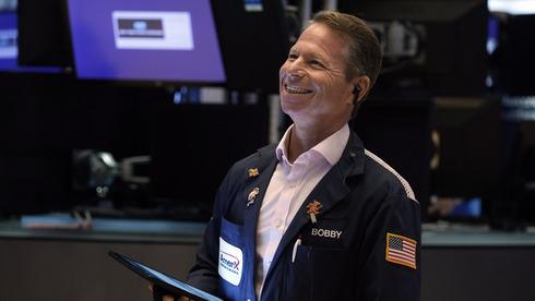 הבנקים דחפו את וול סטריט לעליות; איירון סורס טיפסה ב-3.7%, מודרנה - ב-3.2%