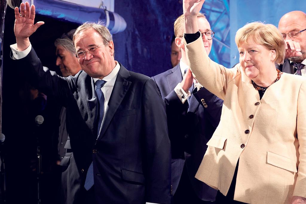 הקנצלרית אנגלה מרקל והמועמד השמרני ארמין לאשט בכנס בחירות