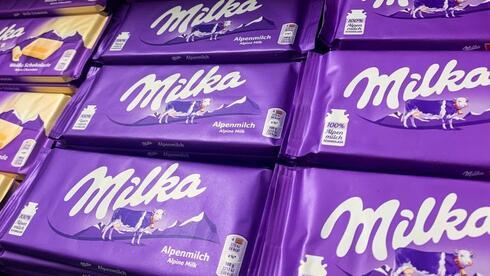 למי שייך הצבע הסגול? יצרנית השוקולד מילקה מאיימת על חברת חטיפים קטנה מלונדון