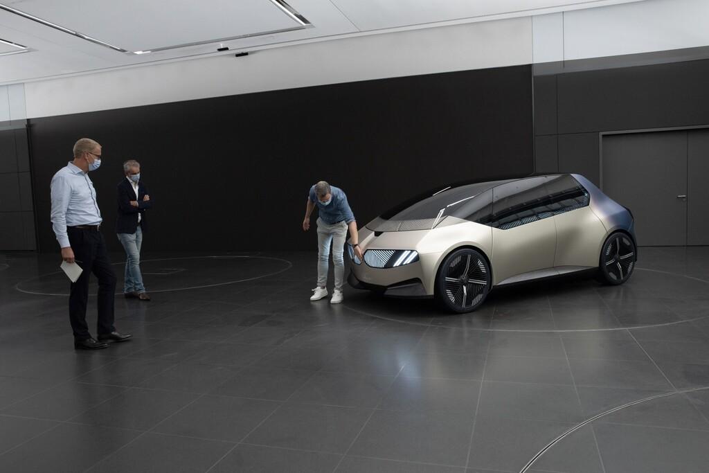 מכונית הקונספט ב-מ-וו i ויז'ן של ב-מ-וו עם הפנסים של גאוזי 2
