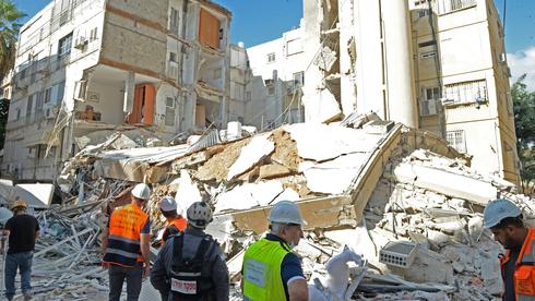משרד השיכון: לבדוק בדחיפות בניינים בני יותר מ־50 שקרובים לים