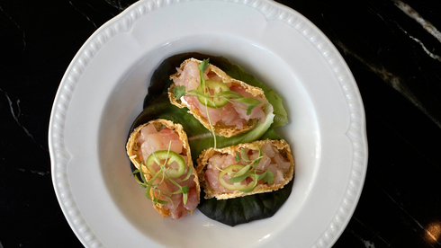 """עיצוב יפיפה, טעם מאופק: האוכל במסעדת """"פרא"""" קרוב לשלמות"""
