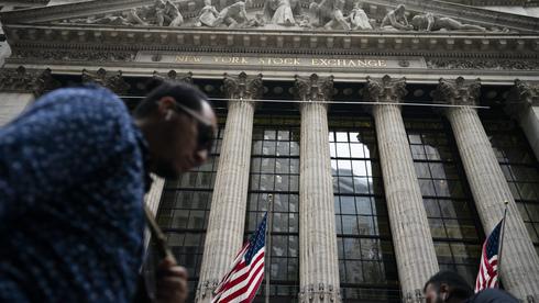 ננעלה באדום: מניות הבנקים והתקשורת הכבידו על וול סטריט