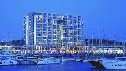 משפחת שטראוס מכרה את חלקה במלון ריץ קרלטון בהרצליה ב-150 מיליון שקל