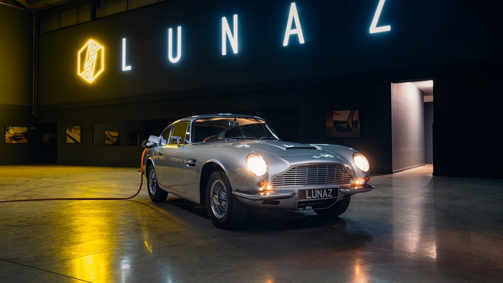 אסטון מרטין על חשמל וגבינה: מכונית-העל של ג'יימס בונד מתיידדת עם הסביבה