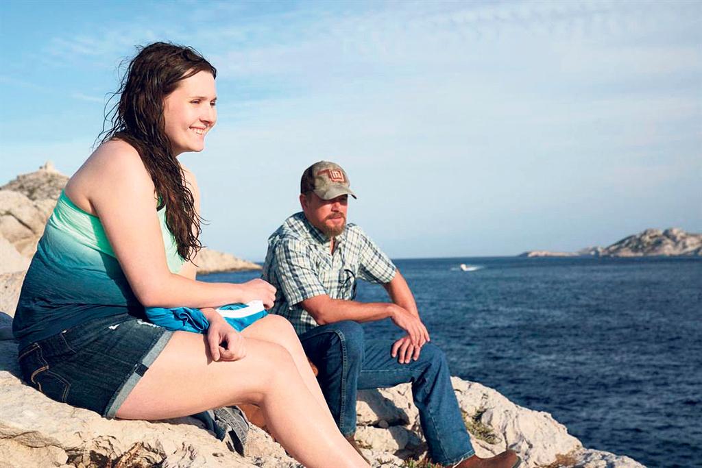 פנאי מאט דיימון ו אביגיל ברסלין ב מים שקטים