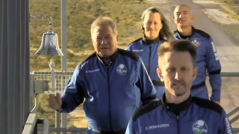 וויליאם שאטנר (קפטן קירק) חזר מהחלל