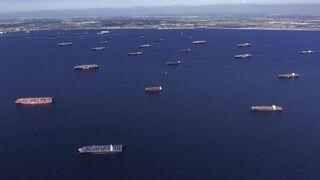 ספינות מחוץ לנמלי לוס אנג'לס ולונג ביץ', בלומברג