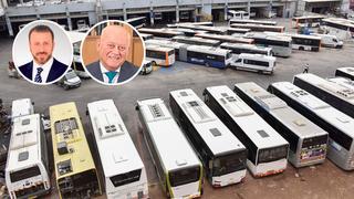 """מימין יו""""ר הקבוצה אחמד עפיפי והמנכ""""ל עפיף עפיפי על רקע אוטובוסים של משפחת עפיפי, צילום: שרון צור, הלינקדין, אתר קבוצת עפיפי"""