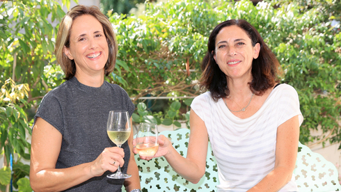 """מורי נבוכים: """"דיוויין"""" ו""""צ'ירס"""" הם """"הספוטיפיי של היין"""""""