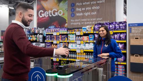 חדש בלונדון: חנות טסקו עם טכנולוגיה כחול-לבן